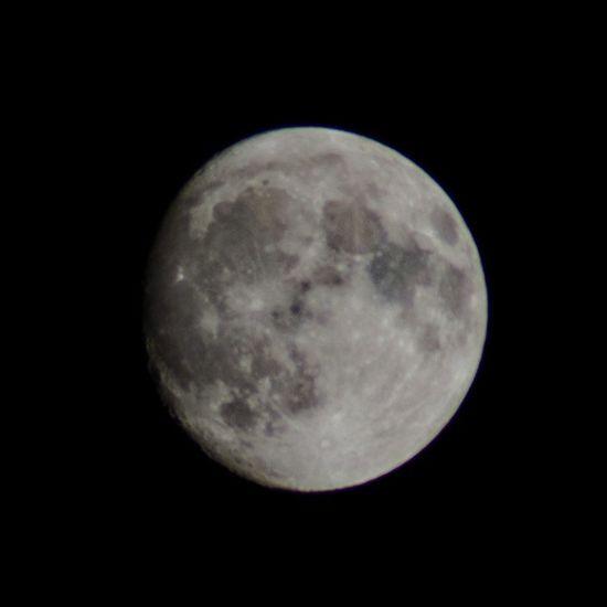 Agadir Maroc tonight's full (ish) moon f/8 1/200s 300mm ISO 200
