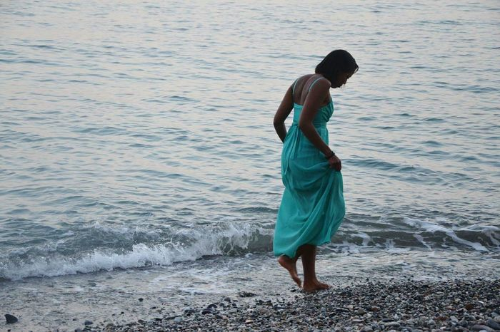Sea Mare Me Girl Modeling Walking Enjoying Life Longdress Chica Playa