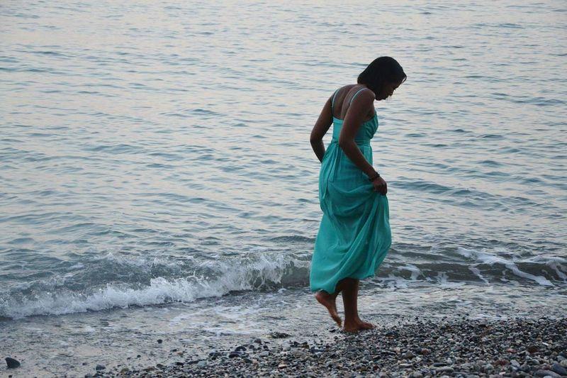 Sea Mare Me Girl Modeling Walking Enjoying Life Longdress Chica Playa