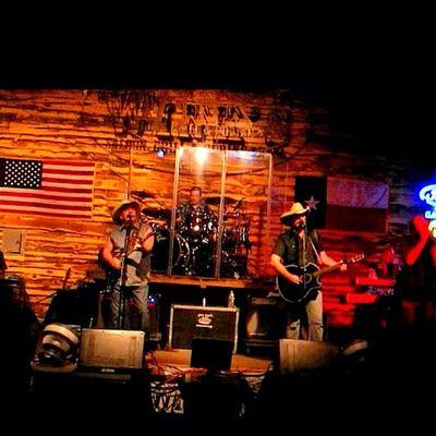 Texastuesday fellas. Thebellamybrothers at Winkssaloon Oldhippie . riograndevalley riograndevalleyigers countrymusicartist texaspride texasstar texasflag stage band