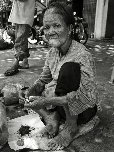 ... Street Photography Streetphotography Streetphotography_bw Street Portrait Streetphoto_bw EyeEm Best Shots - Black + White EyeEm Best Shots - People + Portrait EyeEm Best Shots EyeEm Bnw Humaninterest