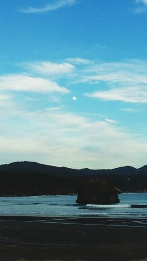 Hanging Out Taking Photos Check This Out Hello World Relaxing Enjoying Life Beach Mountains Ocean Beach Bum Moon