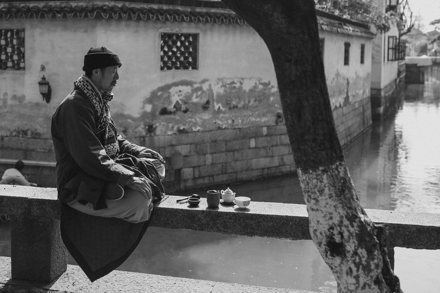 One Person Outdoors People Portrait EyeEm Gallery Real People Lifestyles Fashion Black & White OpenEdit Adult Sitting China Photos Black And White Chinese China EyeEm Best Edits Religion