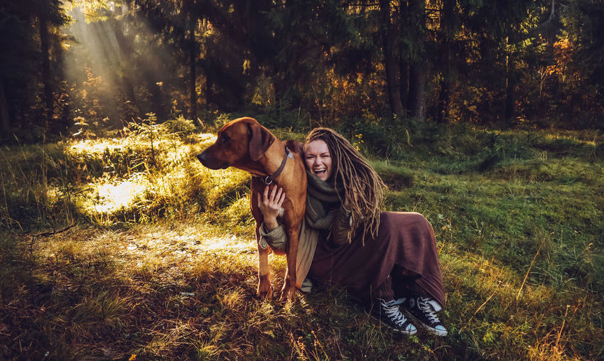 Real People Land Young Adult Leisure Activity Plant Lifestyles Young Women Tree Forest Women Front View Nature Casual Clothing Adult Togetherness Smiling Portrait Two People People Outdoors Warm Clothing Couple - Relationship Autumn Mood Moments Of Happiness