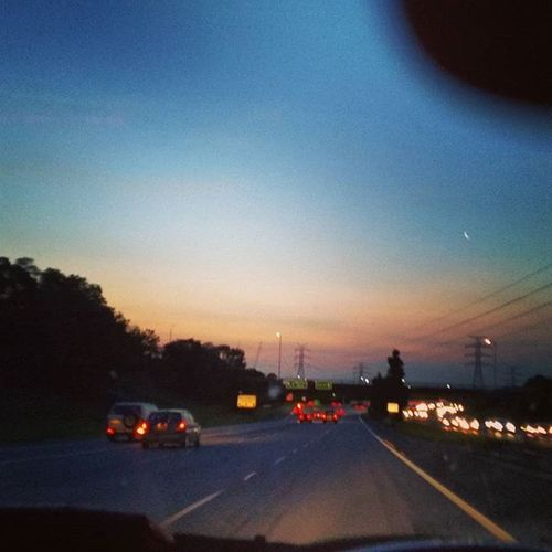 Beautiful sunset last night as I was leaving for the country 😊 Sunset Australiaisbeautiful Getaway  Melbournecity Aussiesunset Peaceandprosperity Theplacetobe  Sunset_collection Sunsetphotographs