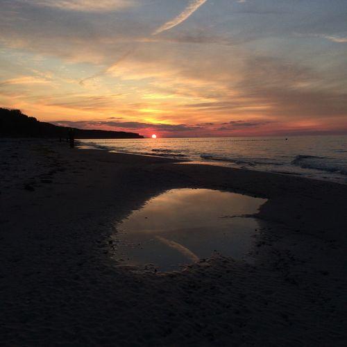 3/4 sunsets Sunset Beach Reflection Sunsets Sonnenuntergang Beachphotography Beach Photography Rostock Warnemünde Warnemünde Strand Ostsee Ostsee Ostseeküste Baltic Sea Summer Exploratorium