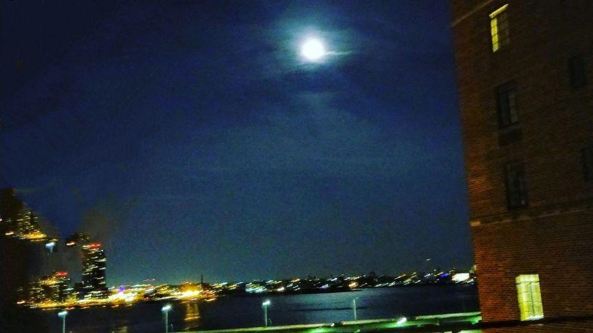 Moon over the East River, NYC. Chance Encounters Moon Moonlight Moonphotography Moon Porn Moonrise Moon Light Moon_collection Moonbeauty Moonshine