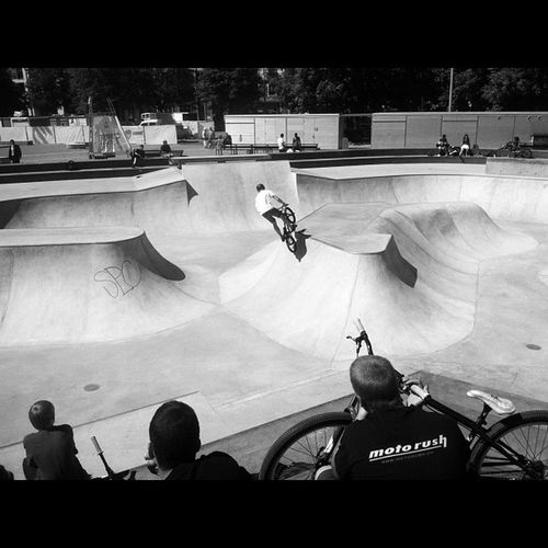 Skatepark in Geneva at lunch enjoying the show