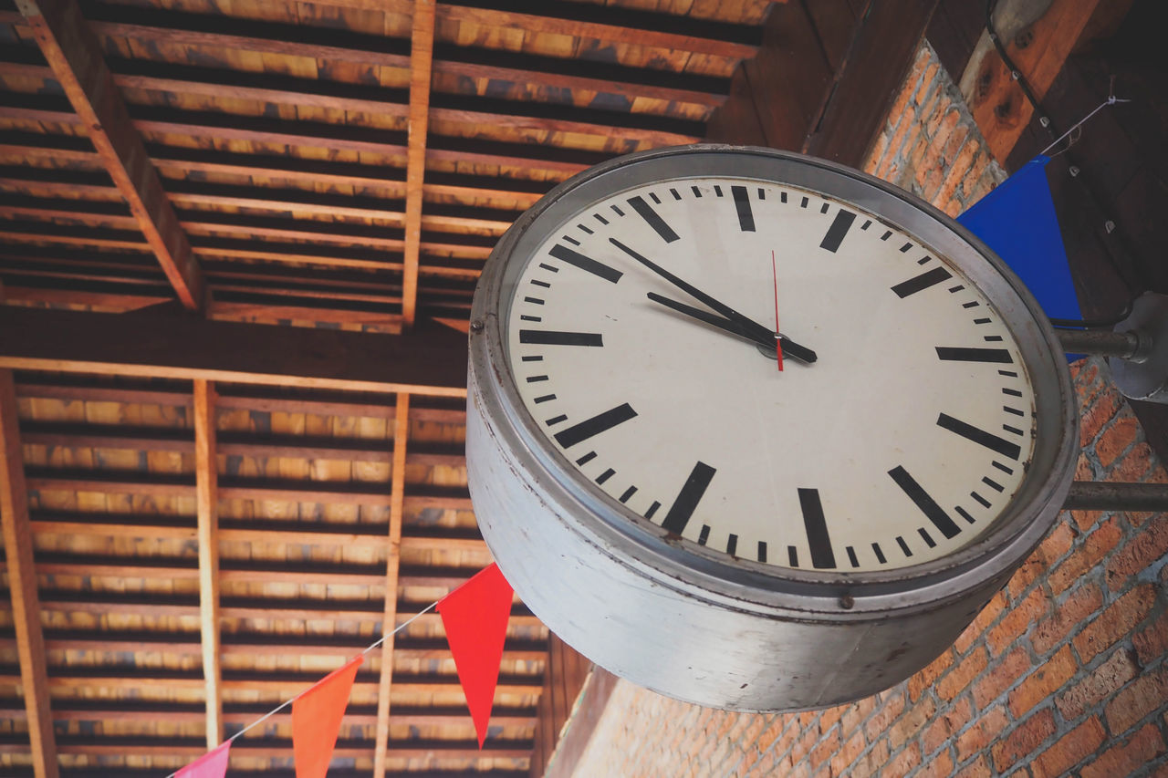 clock, time, accuracy, indoors, low angle view, minute hand, no people, built structure, architecture, day, clock face, close-up, library