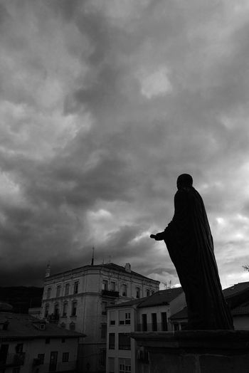 Statue Silhouette Silhouettes Bnw B&w Blackandwhite Black And White Black & White Medieval Medieval Architecture MedievalTown Castro Urdiales Sculpture Sculpted Overcast