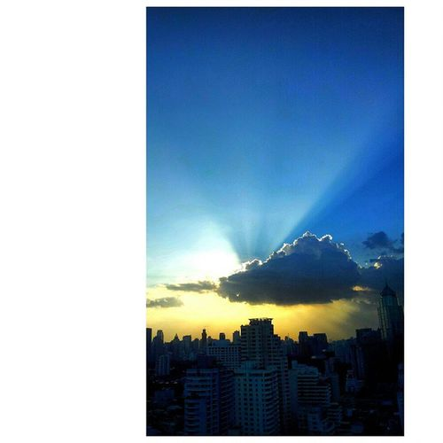 Sunshine beam from where u can watch Bangkok skyline... Sun Sunshine Sky Cloud Skyviewer Bangkok BKK BBKK