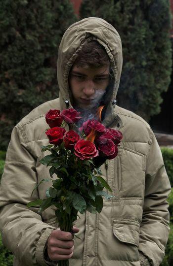 Boy Rain Rainy Days Fire Roses🌹 Rosas Chicos Fuego Flores Flowers