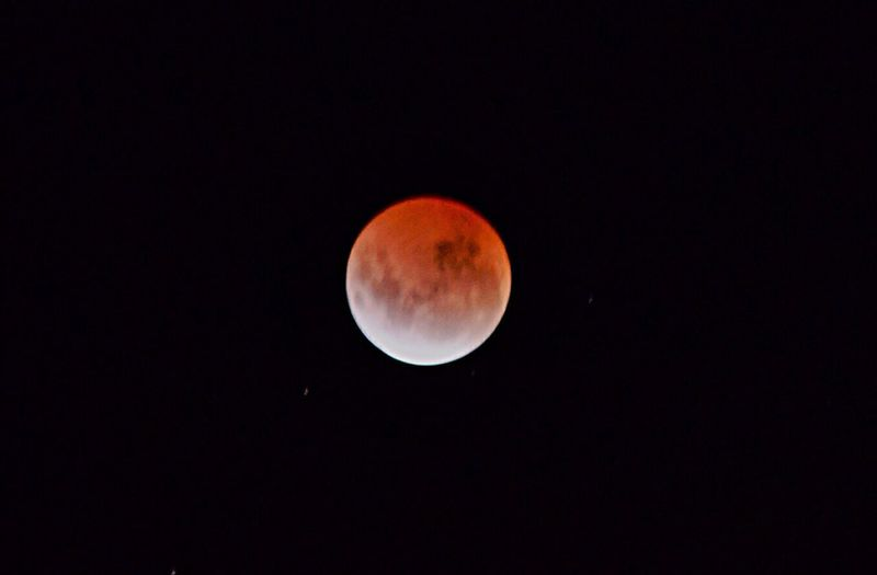 Blood moon. April 2015. Bloodmoon Moon Sky Nightsky Moonlight Spectacular Nightphotography Moon Shots Red Craters Mooncrater Beautiful Nature