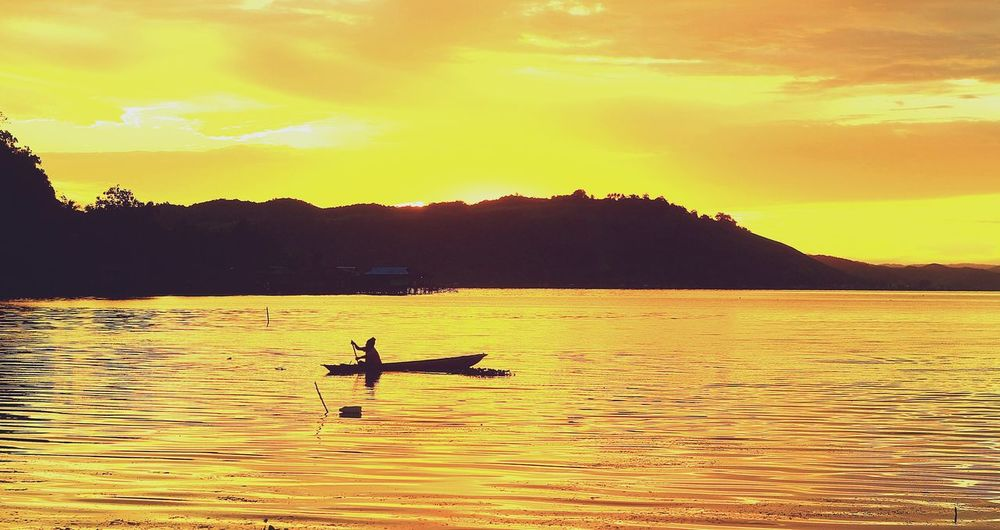 Traditional Boat in Sentani Lake, West Papuan Traditional Boat Traditionalboat Sentanipapuaisland Sentanilake Humaninterestphotography Landscape Nature Photography [ Landscape #Nature #photography Westpapuannature Septhynephotos Sunset Sunset #sun #clouds #skylovers #sky #nature #beautifulinnature #naturalbeauty #photography #landscape Sunset Silhouettes Sunset_collection Sunset Lovers Sunsetphotographs