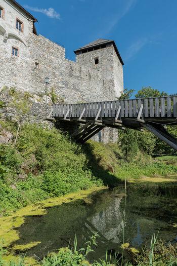 Aussenansicht Brücke Burg Burg-Kaprun Burggraben Himmel Pinzgau Salzburger Land Spätsommer  Wolken Architektur Fassade Kaprun Österreich