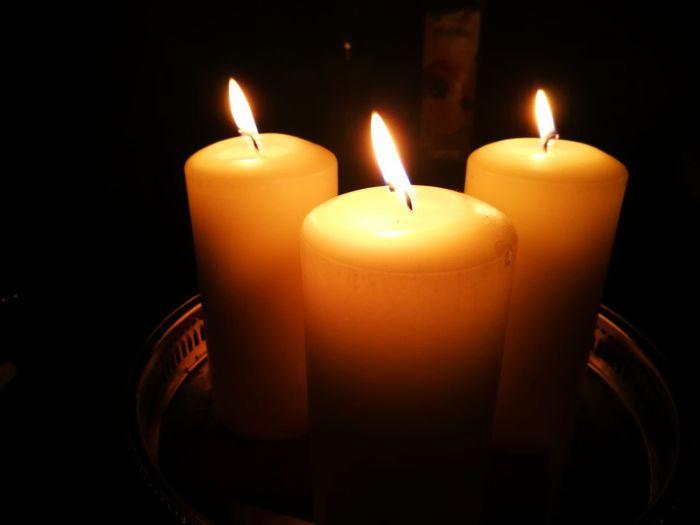 3 Kerzen 3 Candles Advent Christmas Decoration Weihnachten Kerzen Illuminated Flame Representing Heat - Temperature Burning Candle Glowing Close-up Wax Candlelight Christmas Lights Religious Celebration