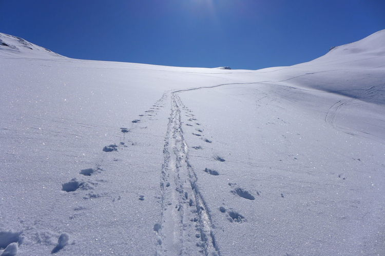 Blue Skies Clear Sky Mountaineering Horizon Over Snow No Peole Snow Track Track To Horizon