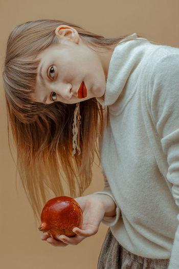 Wanna grab a bite? TheWeekOnEyeEM VEGANLIFE Blond Hair Food And Drink Freshness Fruit Fruitporn Healthy Eating Healthy Food Lifestyles Pomegranate Red Lips Red Lipstick Vegan Vegan Food Veganfood Veganfoodporn