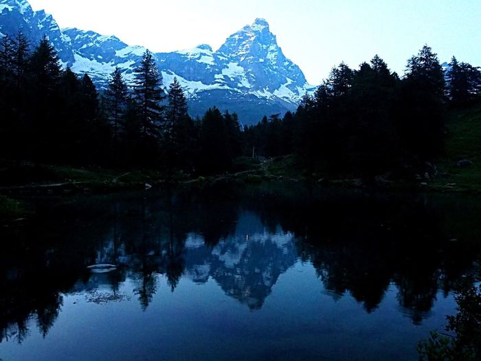 Lo spettacolo del # Lagoblu Cervinia Valdaosta Italy Cervino Matterhorn  Reflection Blue Evening Mountains Olympus Om-d E-m10