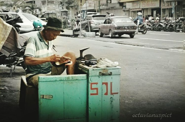 Street Working Lenovoa6000 Octavianuspict Phonegraphy Indonesia_photography Streetphotography