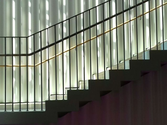 Karriereknick Parallel Lines Parallelen Steps Steps And Staircases Staircase Geländer Architecture Stufe Stufen Treppe Karriereknick Karriereleiter Light And Shadow Licht Sunprotection Curtain Vorhang Lines And Shapes Lines Of Light Lines Of Beauty Linie Schräge Nummer