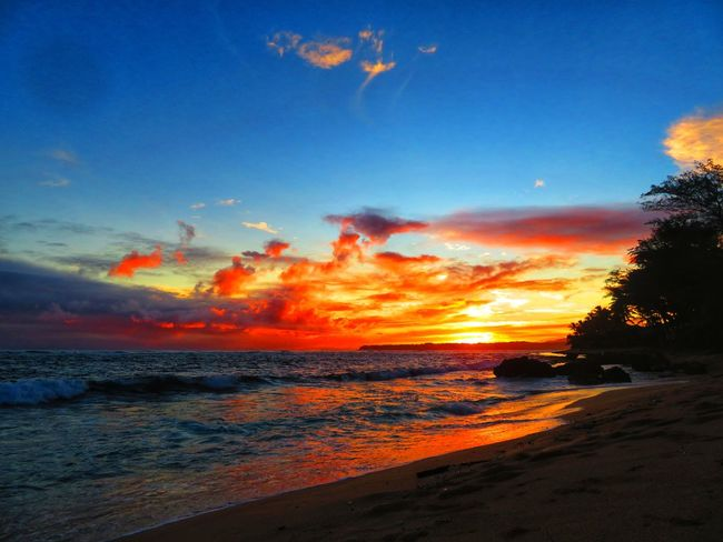 Beach Photography Kauai Nature Rain Beach Beauty In Nature Kauai♡ Ocean Rainbowsky Sunrise Sunrise_sunsets_aroundworld Sunset Sunset #sun #clouds #skylovers #sky #nature #beautifulinnature #naturalbeauty #photography #landscape Be. Ready.