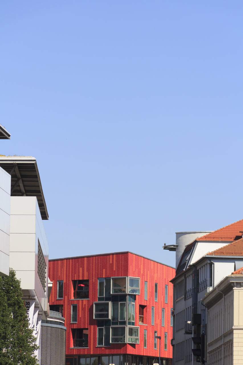 architecture, built structure, building exterior, clear sky, copy space, house, outdoors, no people, red, day, blue, city, nature, sky