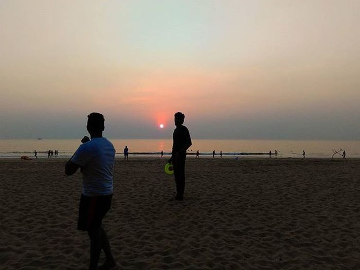 Discussing with discuss(frisbee)............. Back to beach feel Backtobeach Goa Agondabeach Beachlife Goadiaries Goa 2015  LastYear India Instadaily Picoftheday Xiomi Redmi Follow4follow Instalike Mobileclick Photography Sunset Goasunset Traveldairies Traveller Wanderer Friends Dost Ankitdogra