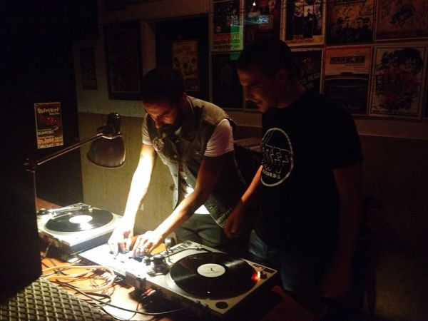 David e Roque no Bar Bafo De Baco Bar Loule Portugal Only Vinyl Vinyl Vinil