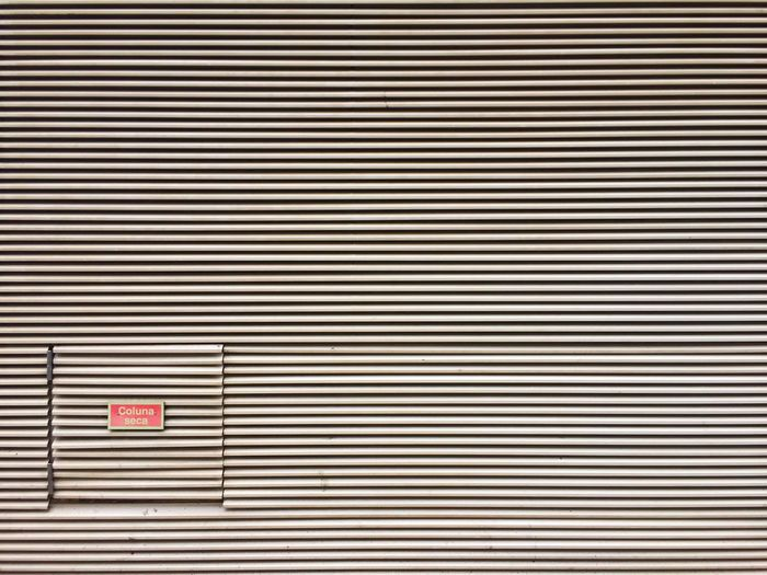 Grid wall stripes