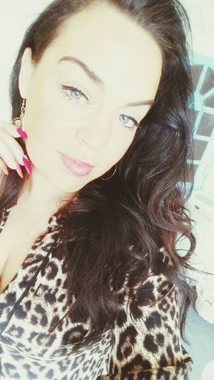 Brunette Smize Eyes Blue Eyes Netherlands Bonvibe Nails Woman Friday Fashion