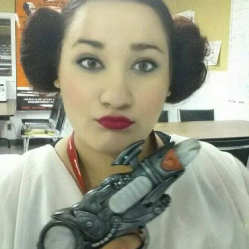 Starwars Valuevillage Princessleia Hairbuns halloweenideas halloween