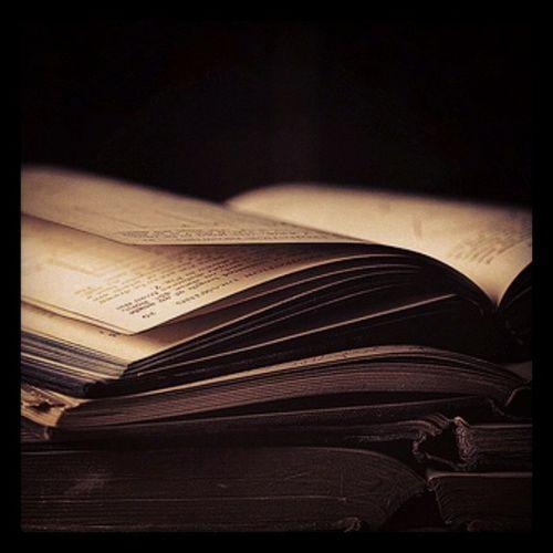 """Quando lemos um livro """"velho"""", parece que acabamos de entra numa maquina do tempo...Temsensa çãomió?"""