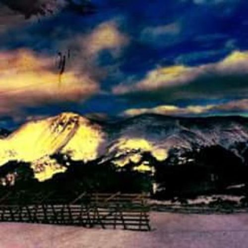 Mountain Mountains Mountainrange Skiing Ski Skiingislife Snow Snowboarding Winterpark Wild Heavyedits Photoedit Paper Fence Mountainface Coloradoskicountry Colorado Sky Skyporn Clouds Perfectlighting Gnat Photo Like4like Followforfollow awesome Damn imgood choosingmountains @choosingmountains