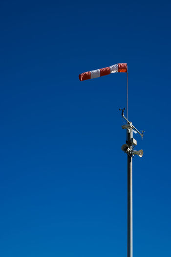 Windsock Windsack Blue Clear Sky Outdoors Pole Scenics Tranquility Day Vibrant Color Harbour Port Germany Deutschland Oldenburg Weather Minimalistic Minimalism Eyeemphoto Showcase August Sky