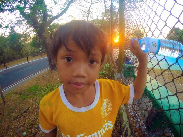 Boy Bottle Collector Innocent Kid Working For A Living Eyeem Philippines EyeEm Philippines Manila Meetup Manila Amateurphotography Kids Eyes Kids Eye Up Close Street Photography The Portraitist - 2016 EyeEm Awards
