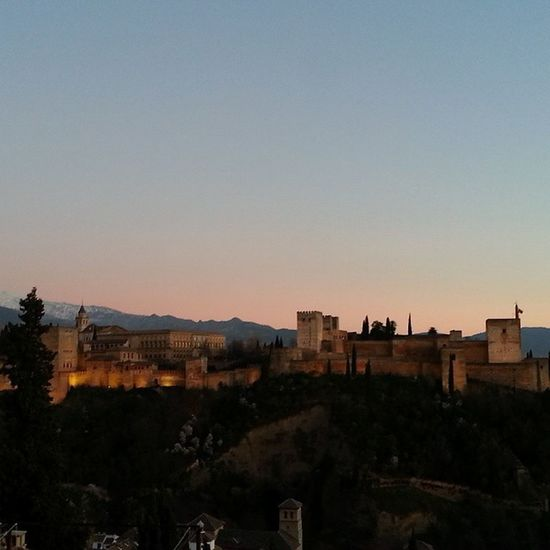 El Wineuptour os retransmite la Puestadesol desde el Mirador de Sannicolas en Granada . Hasts pronto! Sunset Sinfiltro Alhambra