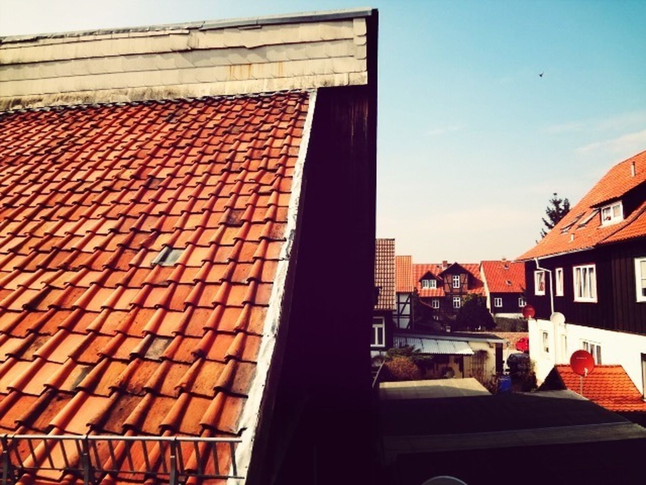 architecture, building exterior, built structure, roof, no people, outdoors, day, tiled roof, sky, city