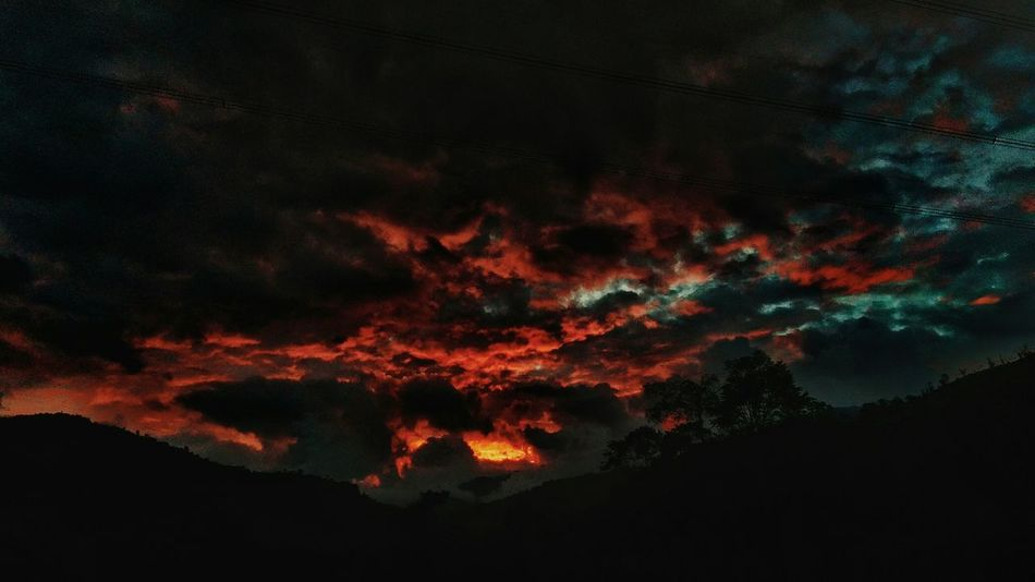 Mi infierno. Night No People Sky Beauty In Nature Nature Outdoors Scenics Lava Power In Nature Tree Astronomy Mountain Sunrise Pothography Sunset Afternoon Nature Nubes Nightphotography