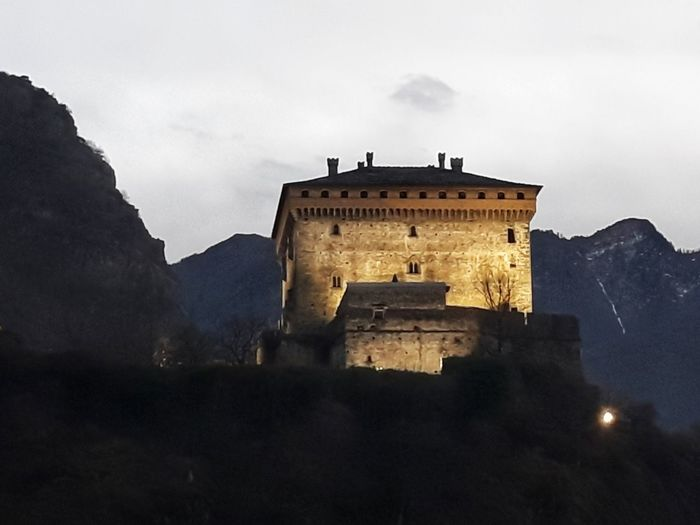Ancient Building Mountains Castle View  Castles Castello Montagne Mountain And Valley Thank You My Friends 😊 Eyem Eyem Gallery EyEm Selects Eyem Best Shots Eyemphotography Eyem4photography Mountain Ancient Architecture Building Exterior Built Structure Castle Medieval