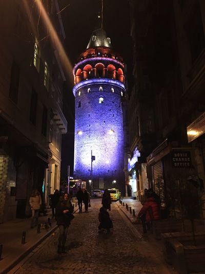 Galata Tower Night Photography Galata  Street Light Galata Torn Kväll Fotograf Ah Istanbul Aklım O Zat-ı Şahane'de Galata Kulesi , İstanbul 🌁🗼 Gece Işıkları Hala güzelliğini korurken tadını çıkarmak gerekir şehrin, hatıraların.