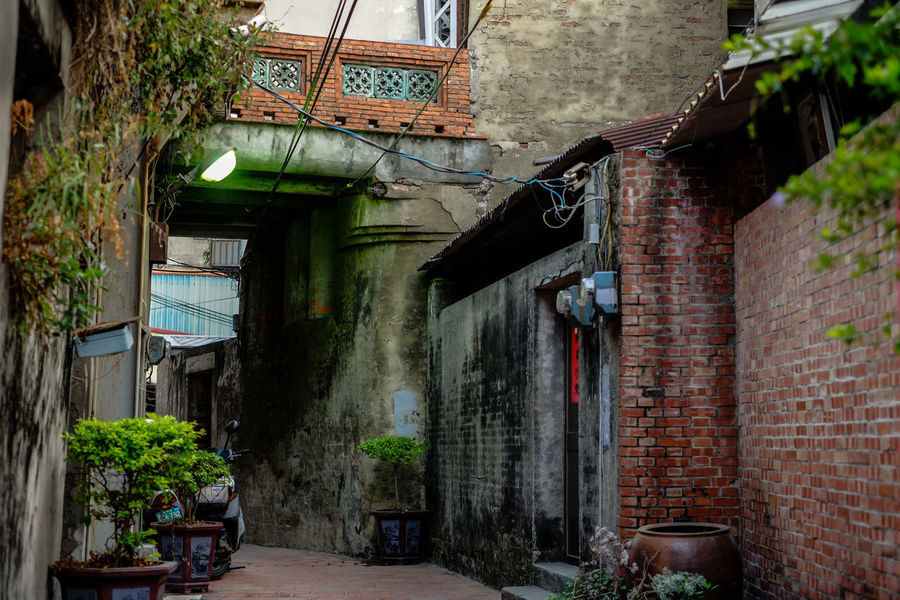 Lukang, Taiwan. Lukang Old Town Taiwan Abandoned Architecture Brick Wall Building Exterior Built Structure Day Fujifilm Fujifilm_xseries Hanging No People Old Buildings Outdoors Plant