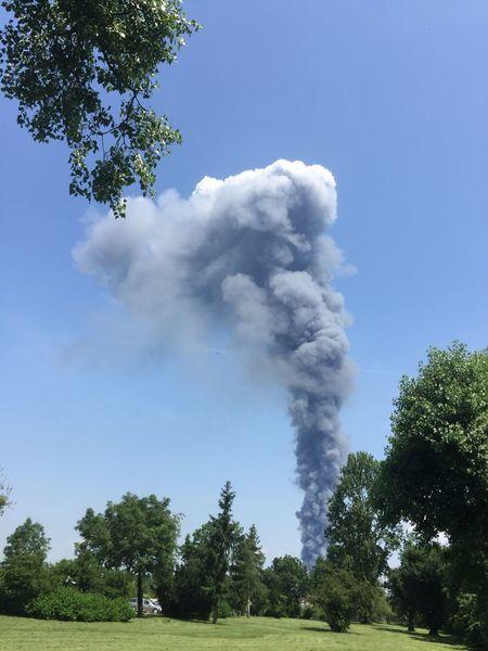 Feuer Rauch Smoke Check This Out Hello World Hi! Taking Photos SensationXL Reportage Nachricht Nachrichten Silhouette