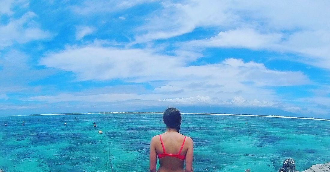 me crying hello for the rest of the world. Polynésiefrançaise Polynésie Polynesia Polynesian Transparent Water Bluewater Bluesky Blue Azur Turquoise Moorea 30degrees Saturation Water French Polynesia Vacances Studentlife  Sun Lagoona Lagoon Lagon Lagoonarium Requins Love Moorea💕