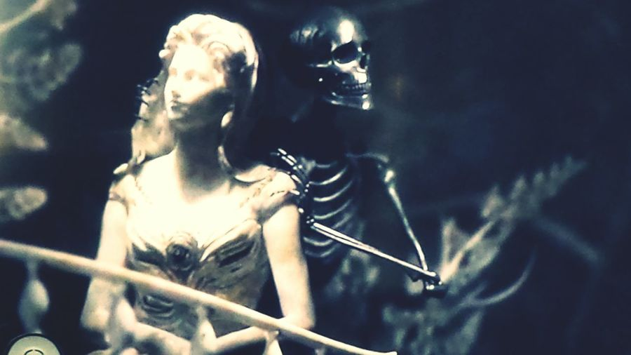 Black Sails Opening Skeleton Statue