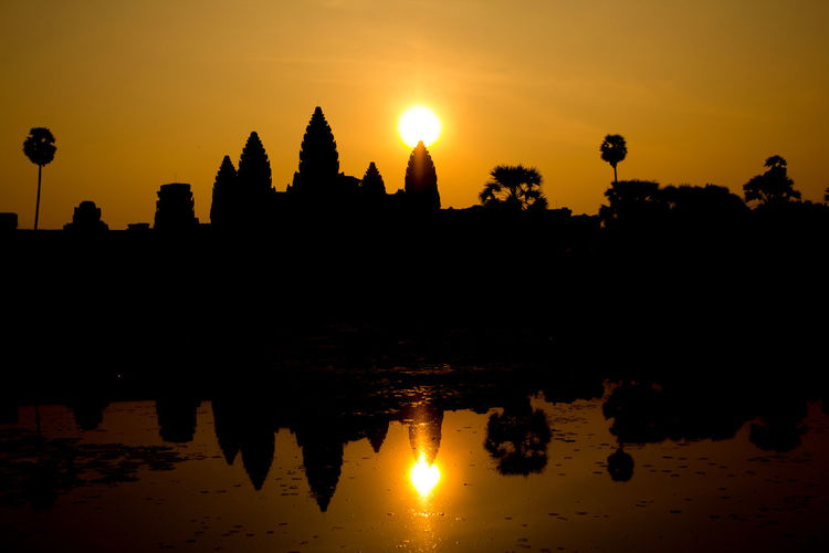 Ankor Thom Ankor Wat Cambodia Khmer Culture Postcard Ruins Architecture Khmer Khmer Temple Place Of Worship Reflection Silhouette Spirituality Sun Sunset Temple Tomb Raider  Travel Destinations EyeEmNewHere The Week On EyeEm The Week On EyeEm The Week On EyeEm