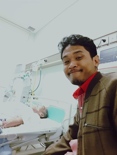 April 25th 2016 - 4PM, im doing conversation with my daddy Selfi Memories Taking Photos Restinpeace Fatherandsonmoments Latepost