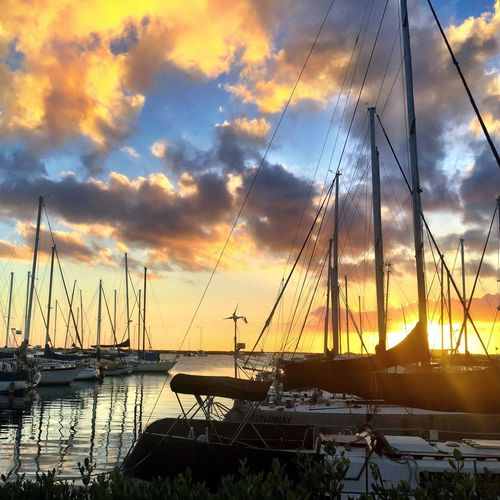 Dinner done right Sunset Hawaii Hawaiinei Luckywelivehi Breathe CaptureTheMoment Chasing Dreams Sailboat