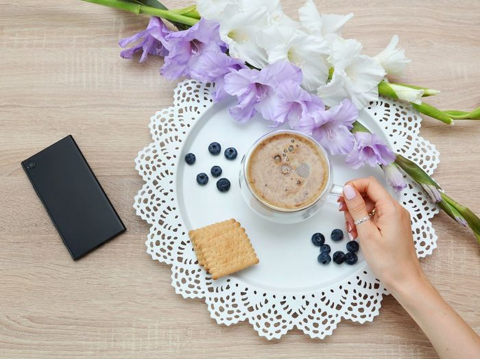 Coffe time Smartphone Mobilephone Lunch Brakefast Brake Time! Human Hand Flower Drink Latte Cappuccino Tea - Hot Drink Studio Shot Breakfast Table Coffee - Drink Ground Coffee Hot Chocolate Whipped Cream Cupcake Holder Hot Drink Mocha Cream Slice Of Cake Cafe Macchiato