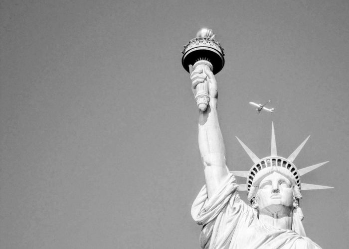 Statue Travel Destinations Human Representation Crown Symbol Outdoors Human Body Part Sky People Black&white Black And White Friday Be. Ready. An Eye For Travel The Graphic City